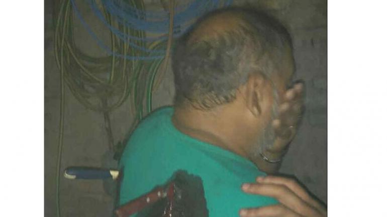CUCHILLOS. La niña de 12 años salvó a su madre luego de clavarle dos cuchillos al agresor, su padrastro (Foto de Twitter de @mauroszeta).