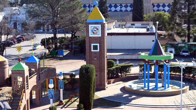 """FIN DEL SILENCIO. El Día del Niño, """"Wayra"""" volvió a dar la hora después de 20 años de silencio (Municipalidad de Corral de Bustos)."""