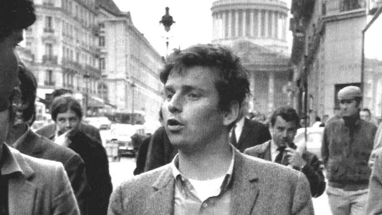 MAYO FRANCÉS. Daniel Cohn-Benedit, el líder de la fracción estudiantil deja la Universidad de la Sorbona en París, después de comparecer ante el comité de disciplina (AP / Archivo).