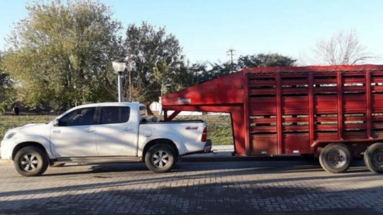 La camioneta y el acoplado que le secuestraron a Maccio (Diario de Monte Cristo).