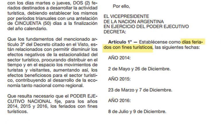 """El decreto de 2013, que hablaba de """"días feriado""""."""