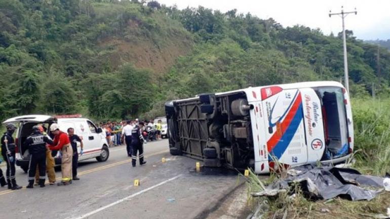 Así quedó el colectivo tras el accidente. (Noticias 24)
