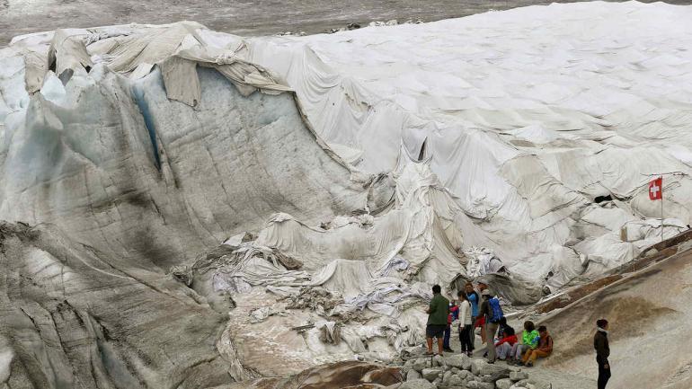 GLACIAR. El tamaño del Ródano disminuyó 350 metros desde mediados del siglo XIX y 30 metros en los últimos diez años.