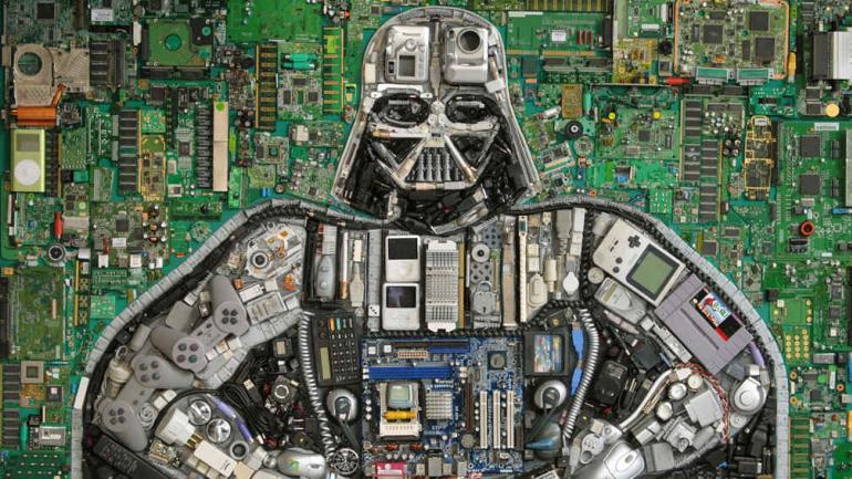 """""""Darth Vader Skywalker Hellwalker"""", realizado con residuos tecnológicos."""