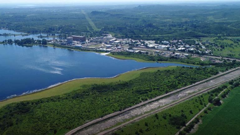En obra. Se reacondiciona canal que devuelve el agua al lago. (Nasa)