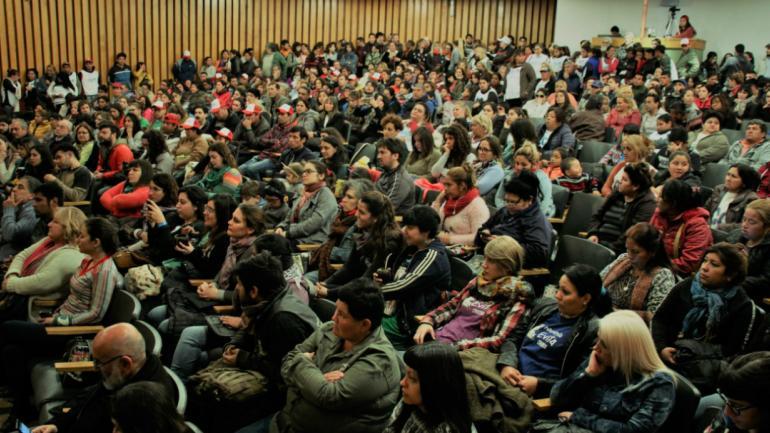 Los referentes de las organizaciones sociales debatieron en un plenario realizado el sábado. (Fuente: Encuentro de la Militancia Popular)