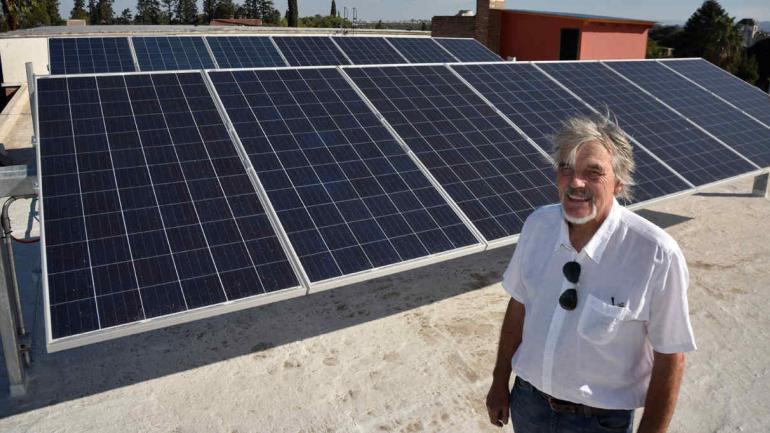 ENERGÍA LIMPIA. En el Círculo Alemán, también invirtieron en la colocación de paneles solares en el techo (LA VOZ)