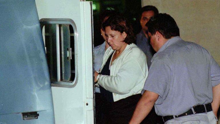 Victoria Hernao Vallejos, la esposa de Escobar, el día de su detención (20 de noviembre de 1999) en Buenos Aires (La Voz/Archivo).