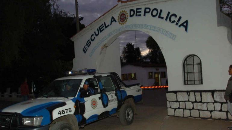 Operativo. Cuando los dos sospechosos se iban de la terminal, los gendarmes les cortaron el paso. La cocaína estaba en el baúl del auto.