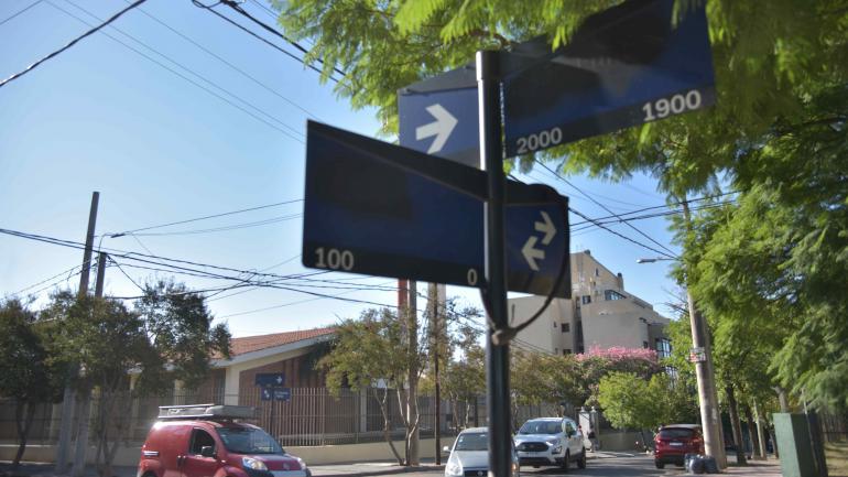 En Beltrán y Amicis, en barrio Poeta Lugones, no hay ni rastros de carteles en las cuatro esquinas.