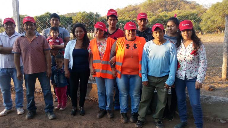 Algunos de los miembros de las familias que trabajan en la cooperativa. (Facebook Cooperativa Puesto Viejo Construye)