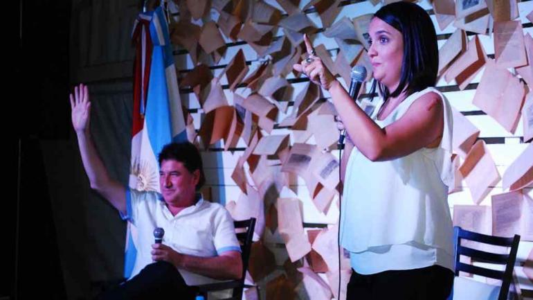 Leer más y compartir juegos de mesa con los niños fue el consejo de la periodista Alejandra Bellini. (Municipalidad Estación Juarez Celman)