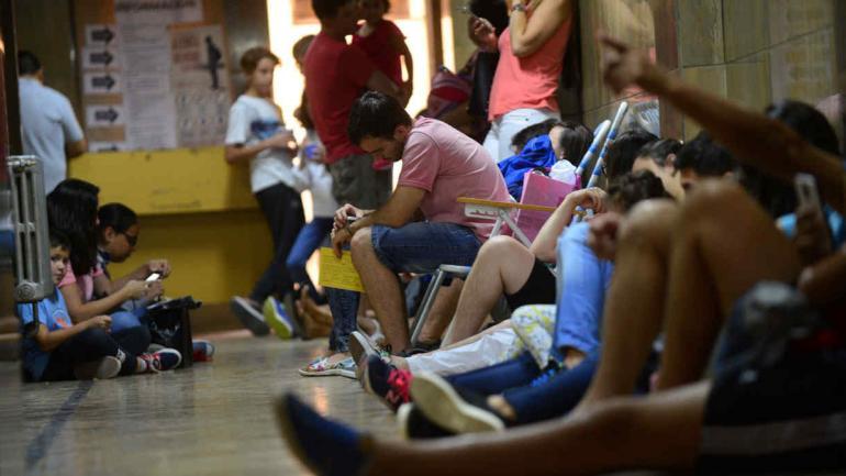 FIEBRE AMARILLA. Largas colas se vieron en los tres centros habilitados en Córdoba Capital (La Voz / Javier Ferreyra).