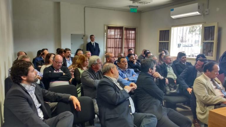 El encuentro de mediación con intendentes, funcionarios judiciales y de Ambiente de la Provincia.