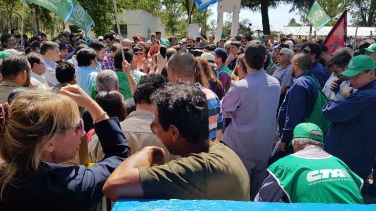 Protesta. Movilización de empleados de Fábrica Militar Rio Tercero (La Voz)