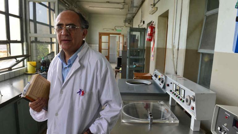 ESTUDIOSO. Andrés Ponce es médico y un apasionado por la historia científica de la UNC. (Nicolás Bravo)