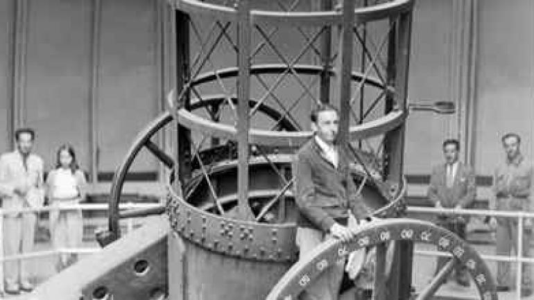 OBSERVATORIO. Enrique Gaviola en el telescopio cordobés. (Gentileza UNC)