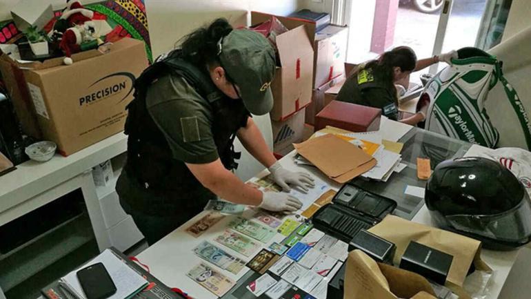 Secuestros. También se secuestraron 67.000 pesos, 7700 dólares y armas.(Ministerio de Seguridad de la Nación)