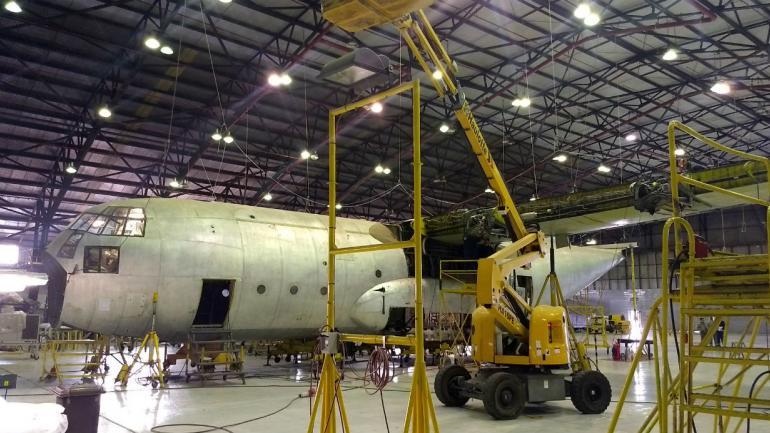 HÉRCULES. Así está uno de estos aviones que está siendo reparado a nuevo (La Voz).