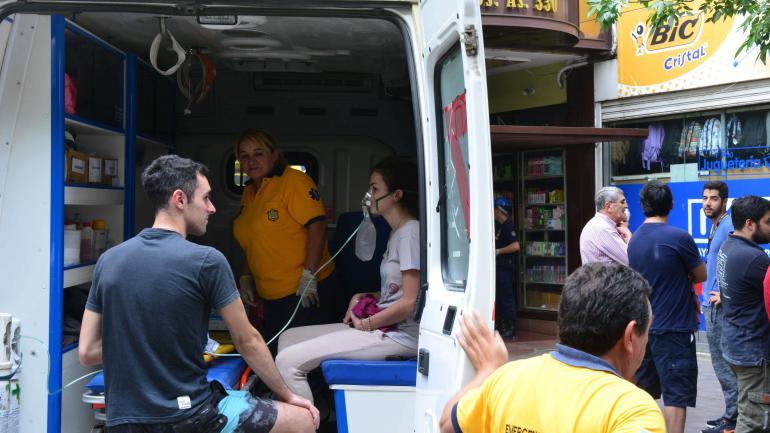 Siniestro. La tragedia sucedió en un edificio de calle Buenos Aires. Vecinos fueron asistidos, aunque ninguno está en peligro. (Nicolás Bravo)