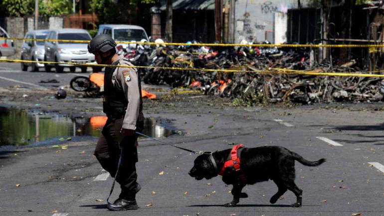 INDONESIA. Los ataques suicidas dejaron al menos 13 muertos (AP).
