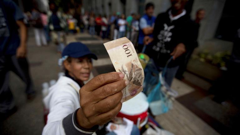 VENEZUELA. La pérdida de valor de los billetes es una constante en ese país (AP / Archivo).