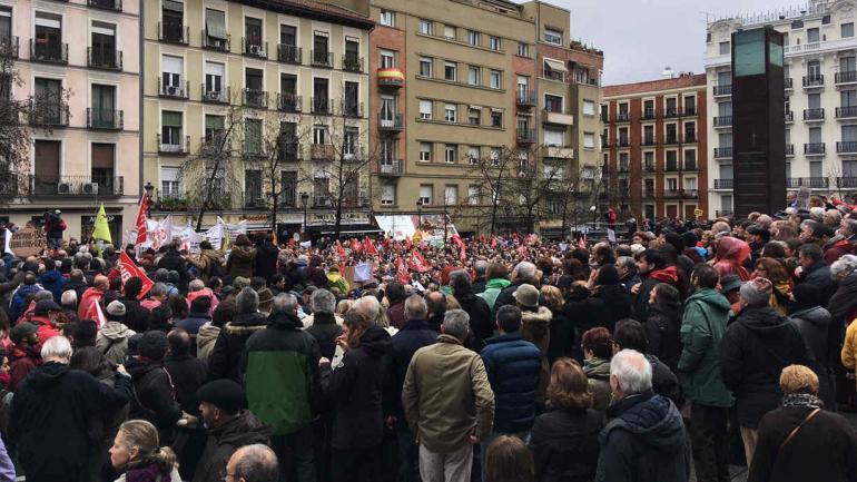 PENSIONISTAS. Miles de personas participaron en la movilización. (DPA)