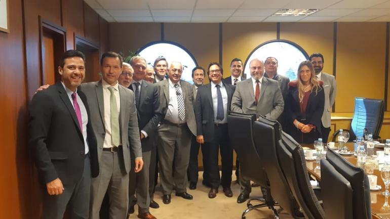 Foto de familia. Buena parte de los magistrados federales rodean a Piedecasas, del Consejo de la Magistratura.
