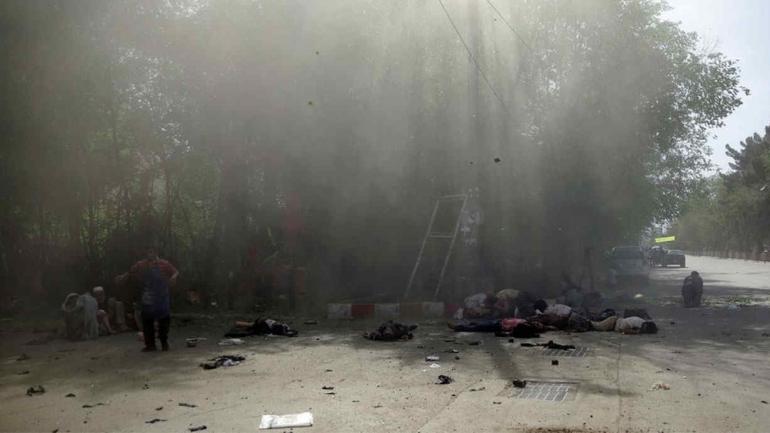 KABUL. El doble atentado dejó a numerosos civiles muertos y heridos (AP).