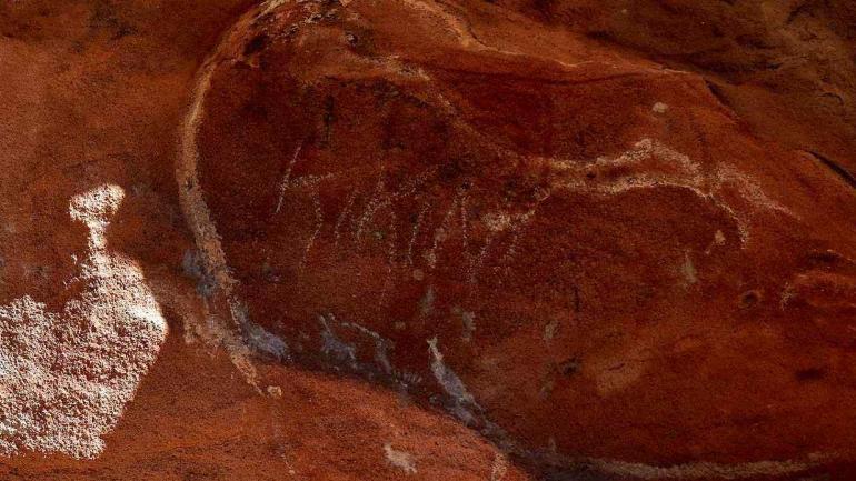 """Alguien pintó """"Kikini"""" sobre pictogramas que son un tesoro histórico (Martín Baez)."""
