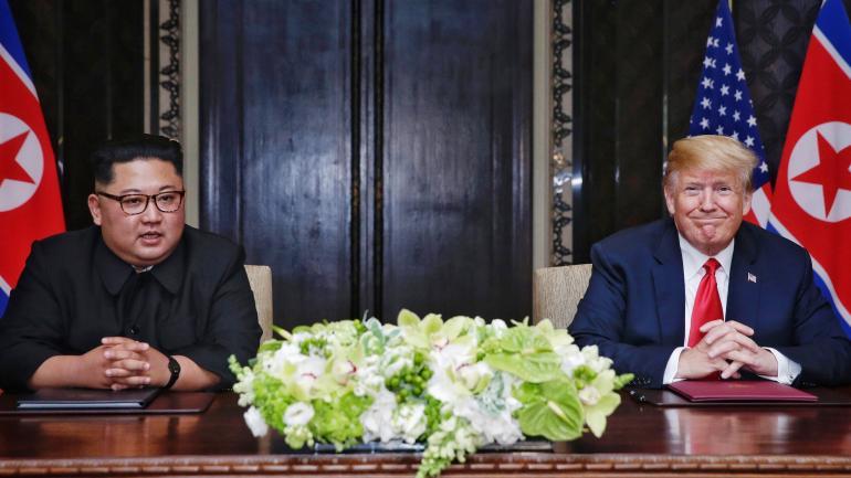 El presidente de Estados Unidos, Donald Trump, durante el encuentro con el líder norcoreano Kim Jong-un . (DPA)