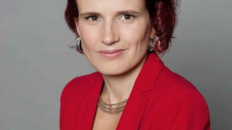 Katja Kipping. 40 años. Comparte el liderazgo del partido La Izquierda junto con Bernd Riexinger. Es una figura clave de partido y ocupa una banca en el Parlamento.