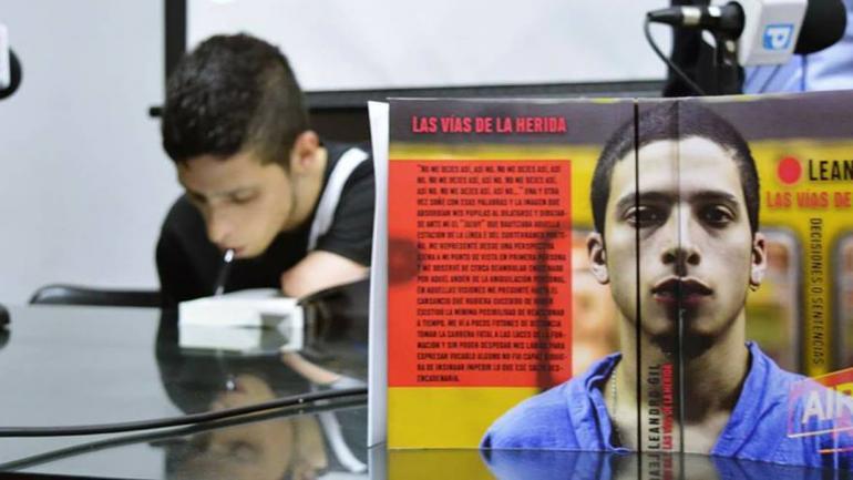 El libro que publicó Leandro (Foto: Facebook).