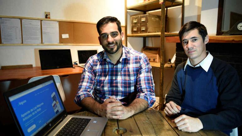 Multipremiados. Emanuel Vilte y Ricardo León, creadores de Linguoo, llevaron la aplicación para no videntes a 117 países. (Ramiro Pereyra)