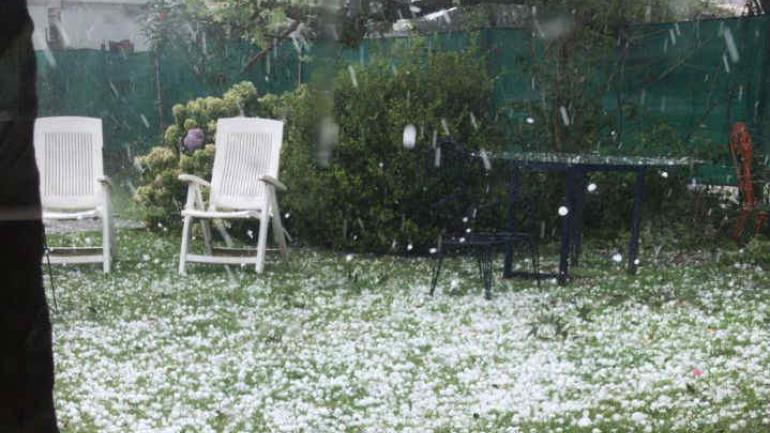 LLUVIA. La tormenta llegó a Córdoba cerca de las 18. (La Voz)