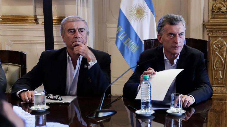 Macri. Después de su pedido a los senadores, el Presidente analizó ayer la marcha del proyecto de desarrollo costero en Corrientes junto a Oscar Aguad. (Presidencia de la Nación)
