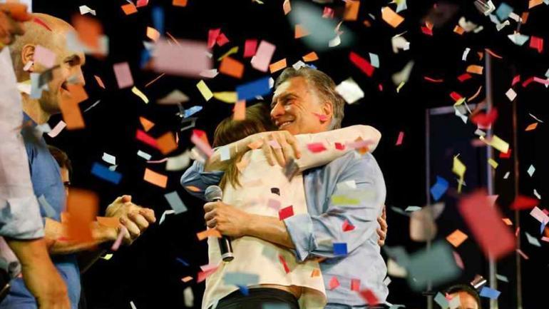 Macri abrazado a Vidal en los festejos de Cambiemos (Cambiemos).