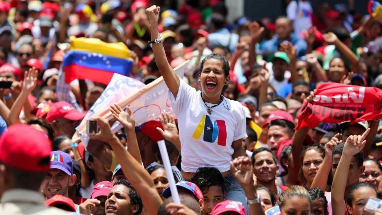 Una seguidora del presidente Maduro durante un acto de campaña en el municipio Charallave, del estado Miranda, Venezuela. (DPA)