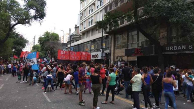 La marcha en Colón y General Paz. (Gentileza de Rolo Pedrotti / Twitter)