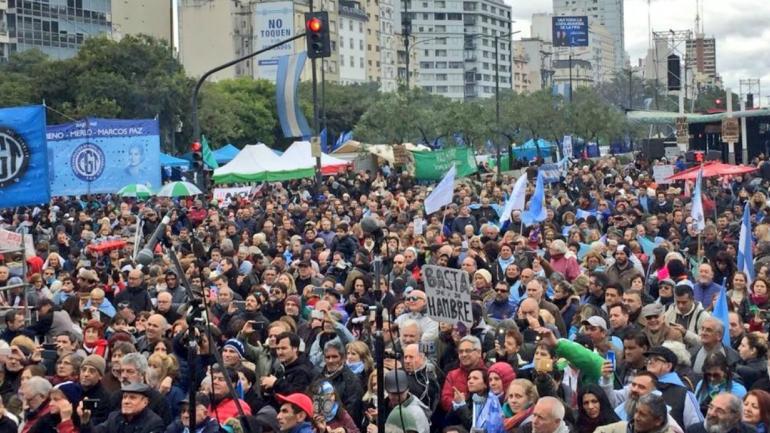 """Una fotografía que compartió el dirigente sindical Hugo Yasky bajo el lema """"La patria no se rinde""""."""