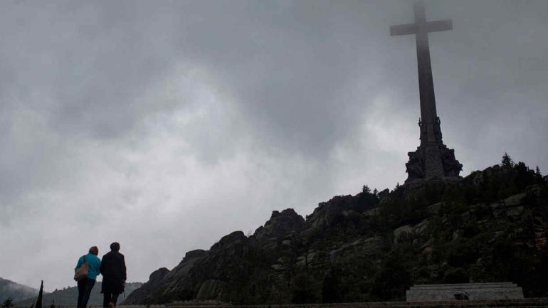 EPAÑA. En el controversial mausoleo yacen los restos de Franco y los de dos anarquistas (AP).