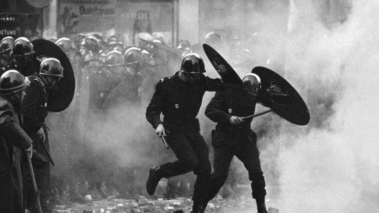 MAYO FRANCÉS. A 50 años de la revuelta estudiantil y obrera que desafió el poder en Francia (AP / Archivo).