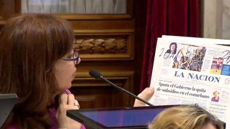 """Cristina se basó en publicaciones de Clarín y La Nación para hablar sobre """"la impunidad mediática"""" del Gobierno nacional."""