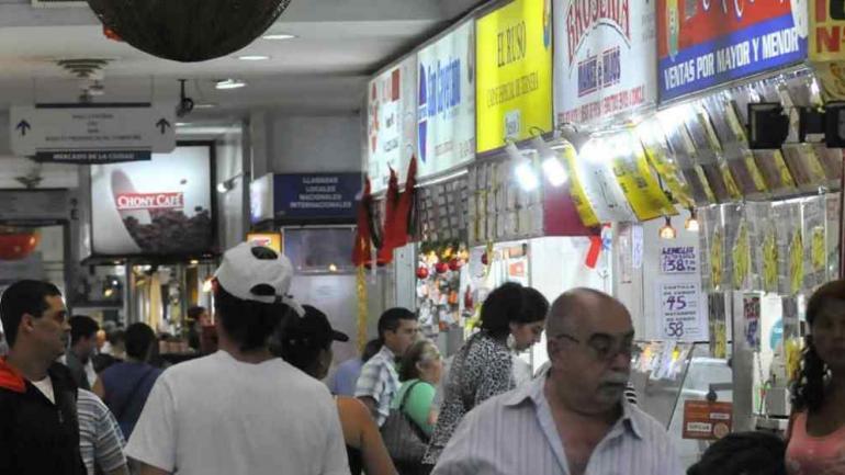 MERCADO NORTE. Se podrá comprar pescado el Viernes Santo hasta el mediodía (LaVoz/Archivo).