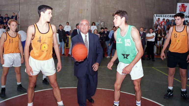 MESTRE. Inaugurando jornadas deportivas (Archivo).