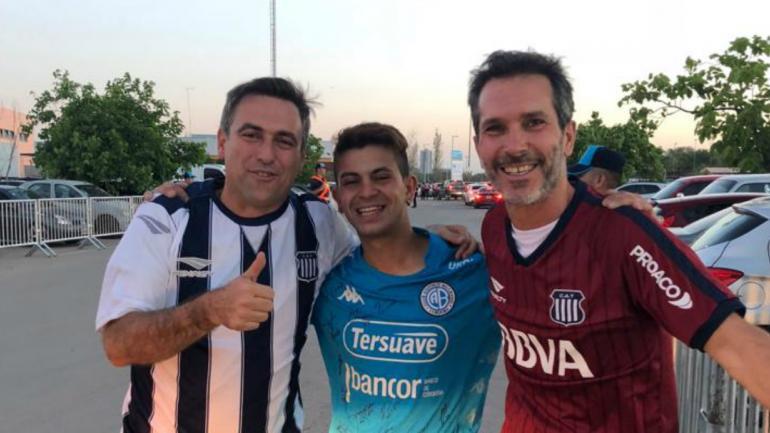 CANCHA. El intendente municipal junto a Carlos Duarte y al secretario de Modernización, Marcelo Cossar al salir del estadio Kempes.
