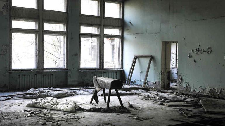 Esta foto tomada el miércoles 5 de abril de 2017, muestra el gimnasio de la escuela, en la ciudad desierta de Pripyat, a unos 3 kilómetros de la central nuclear de Chernobyl, Ucrania. (Foto de AP / Efrem Lukatsky)