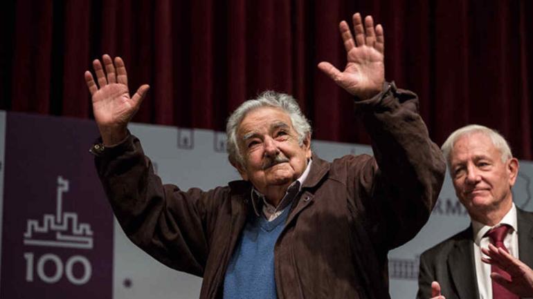 PEPE MUJICA. Recibió el Honoris Causa y habló ante un auditorio lleno que lo aplaudió de pie (Gentileza UNC).