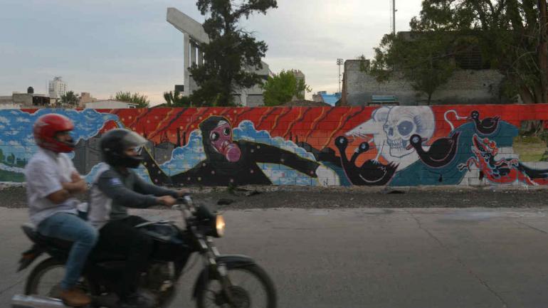 Muro intervenido de calle La Tablada, atrás de la cancha de Belgrano.