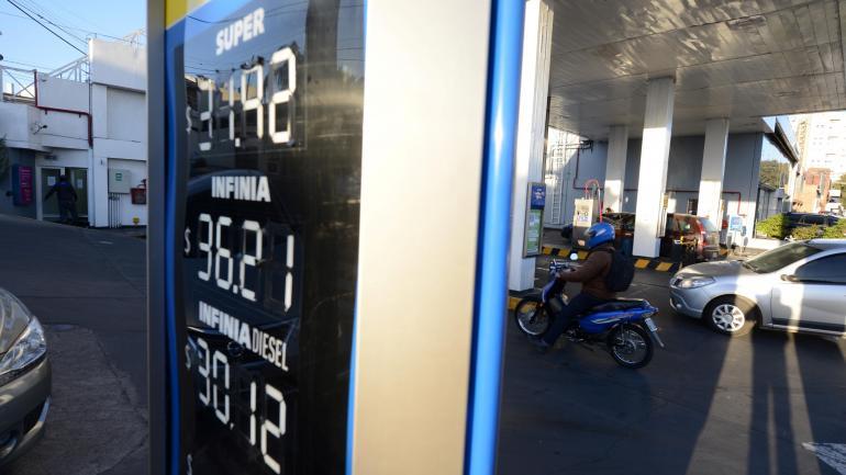 Córdoba. El precio dela nafta premium es más caro en el interior que en la Capital. (José Hernández)